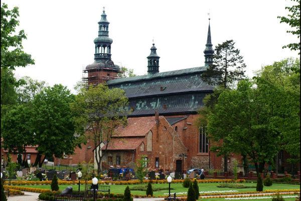 kosciol-poklasztorny-w-kartuzach